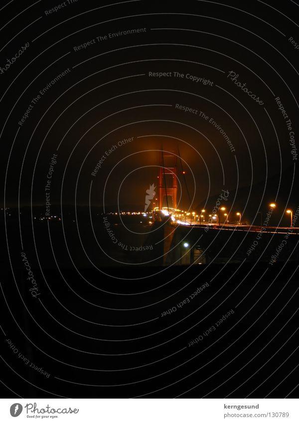 Golden Gate Bridge Nachts im Nebel San Francisco dunkel Brücke Licht