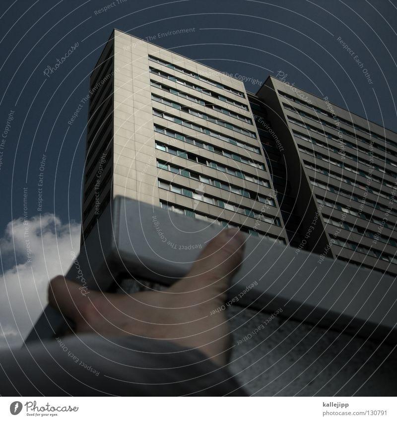 immobilienhai Teller Fundament Haus Hochhaus Wohnung Wohnungssuche Hand abstützen Fenster Klotz Beton Krallen Kredit Schulden träumen Traumhaus Wunsch Etage