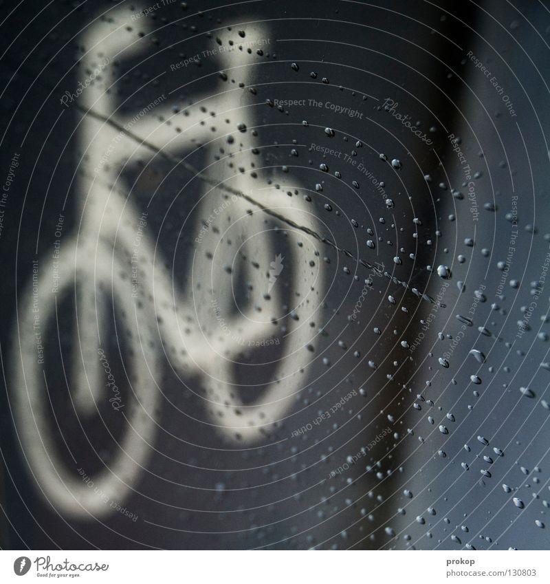 Kein falsches Wetter... Ferien & Urlaub & Reisen Bewegung grau Traurigkeit Regen Fahrrad nass Verkehr Wassertropfen Bekleidung fahren Trauer Zeichen Unwetter feucht schäbig