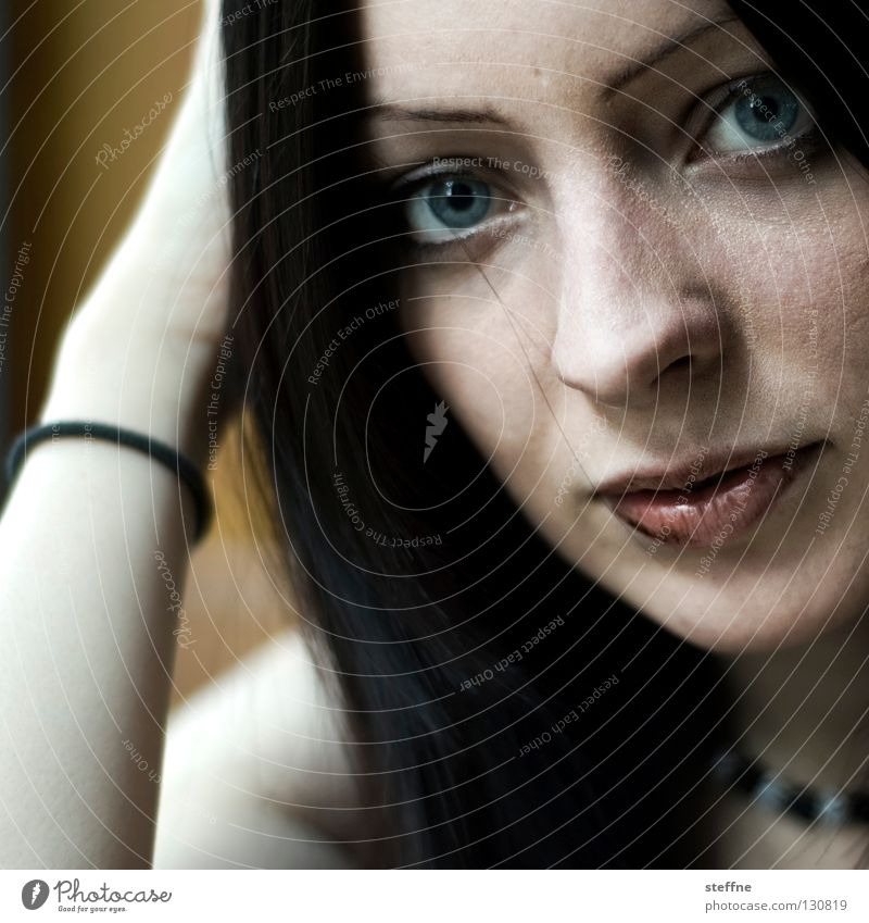 Schokoschnute Porträt Frau Junge Frau Rockabilly Lippen verführerisch Backwaren Dame Gesicht Auge blaue Augen Nase Mund verschmierter Mund