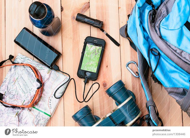 Ferien & Urlaub & Reisen Berge u. Gebirge wandern Tisch Ausflug Abenteuer Telefon Geldinstitut Handy Sommerurlaub Fürsorge Sonnenbrille Flasche Landkarte Rucksack Fernglas