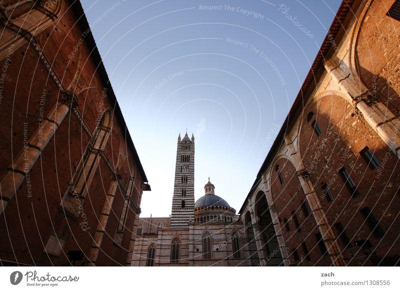 Zwischenbebauung Ferien & Urlaub & Reisen Tourismus Städtereise Wolkenloser Himmel Schönes Wetter Siena Italien Toskana Stadt Stadtzentrum Altstadt Menschenleer