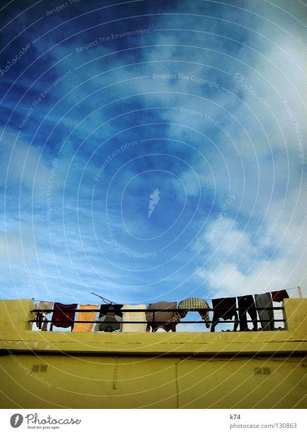 30° BUNT Wäsche Bekleidung trocknen Waschtag Terrasse Hemd Pullover T-Shirt Hose Handtuch aufhängen Antenne Wäschetrockner trocken lüften frisch gelb zusätzlich