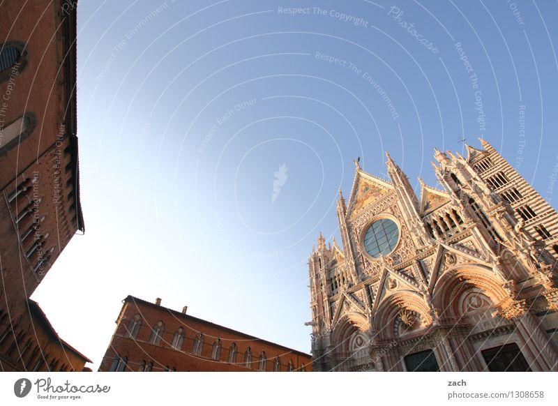 Siena Wolkenloser Himmel Italien Toskana Kleinstadt Stadt Stadtzentrum Altstadt Haus Religion & Glaube Kirche Dom Palast Platz Turm Bauwerk Gebäude Architektur