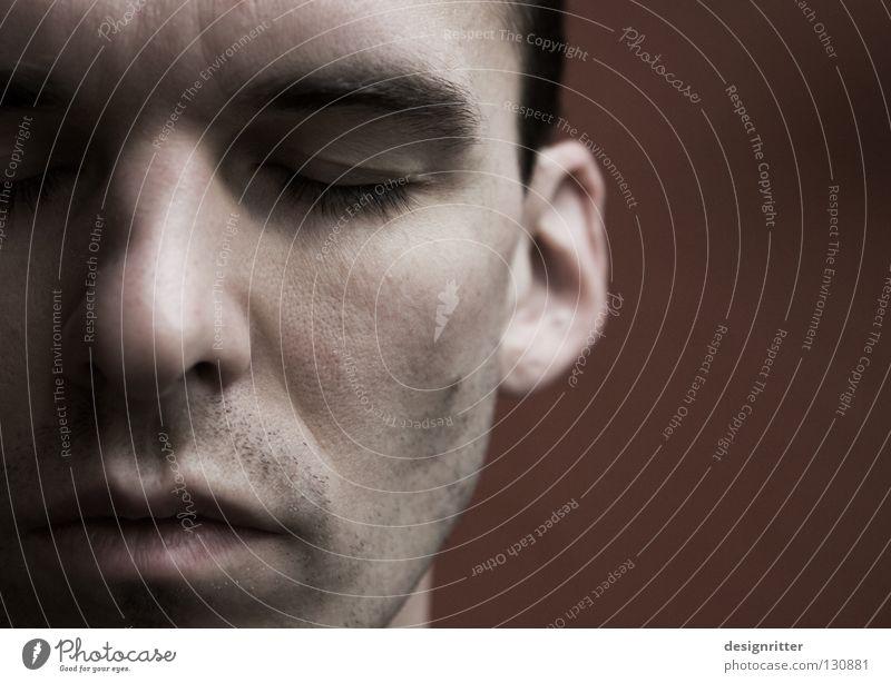 Durch ihre Augen blicken Mann Gesicht Mauer Denken Mund Nase Perspektive Vertrauen Konzentration Müdigkeit zurück schließen Verständnis begreifen Rückzug