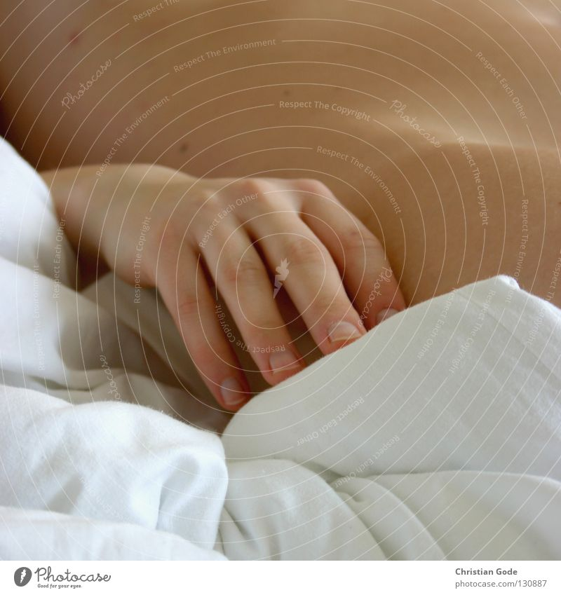 Schlafehändchen Frau Hand weiß ruhig gelb Erotik Erholung nackt Gefühle Beine braun Körper Haut Finger schlafen Sicherheit