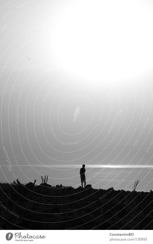Sonnengang Sonnenaufgang See Genezareth Israel Mann Schwarzweißfoto Morgen Wasser Küste