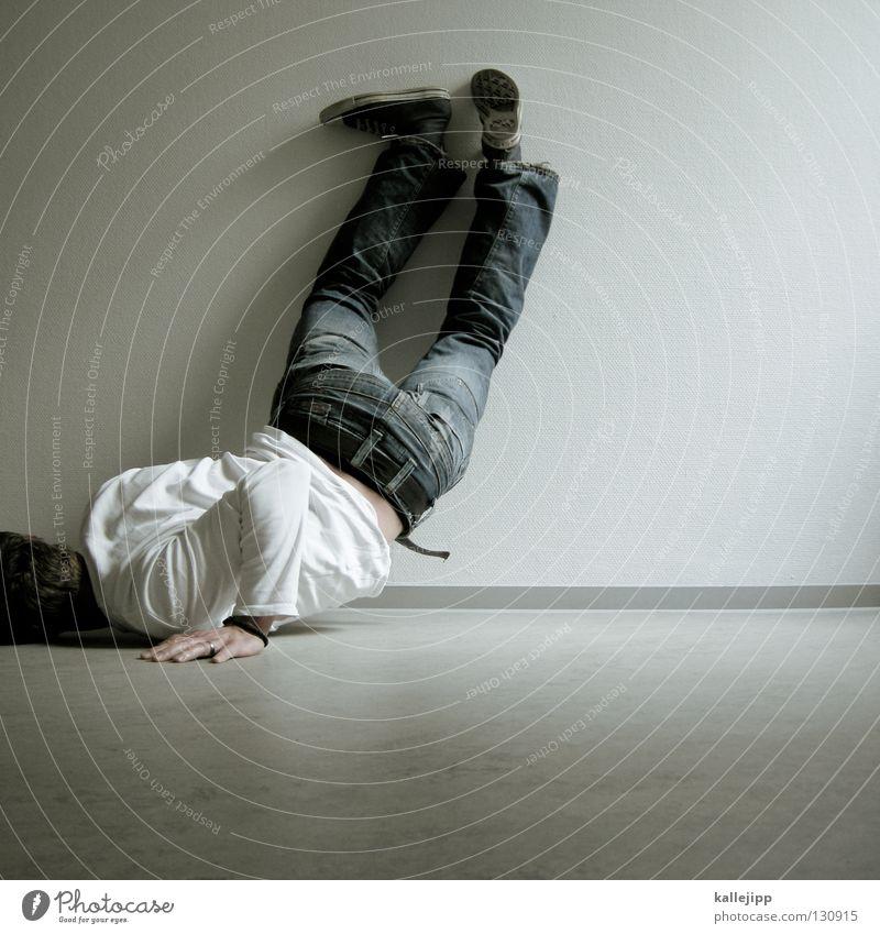 mauselochinspektion Mensch Mann weiß Einsamkeit Wand Mauer Denken Beine Arbeit & Erwerbstätigkeit Tanzen Lifestyle Bodenbelag Wut Dienstleistungsgewerbe Sturm