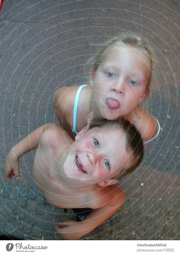 kids Mensch Kind Mädchen Junge lachen Zunge