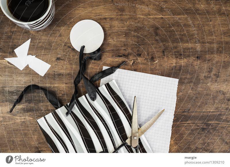 geschenk einpacken wei ein lizenzfreies stock foto von photocase. Black Bedroom Furniture Sets. Home Design Ideas