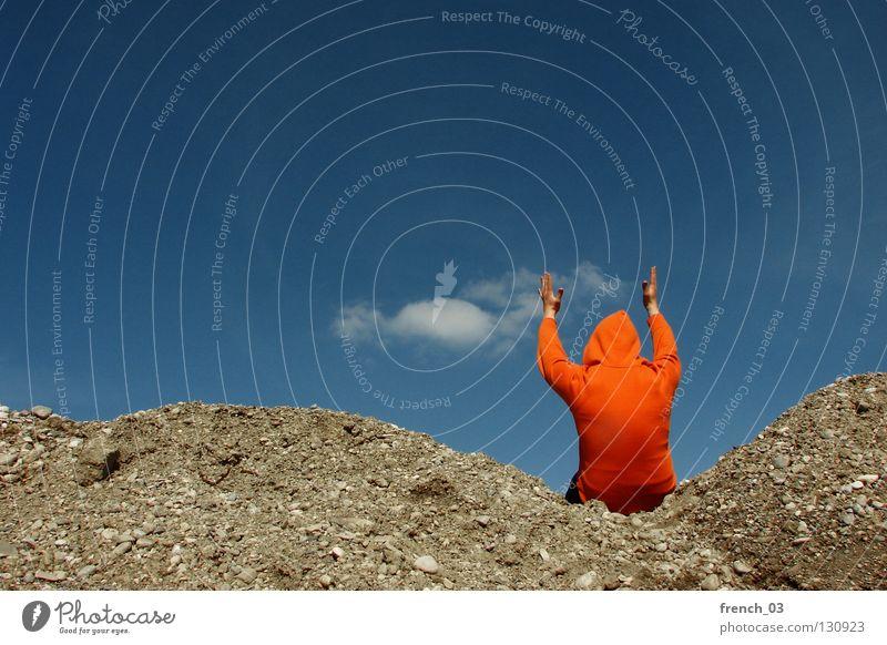 immer noch der gleiche Pulli Mensch Himmel blau Hand weiß Wolken Einsamkeit Farbe dunkel Berge u. Gebirge Freiheit grau Stein Traurigkeit Denken See