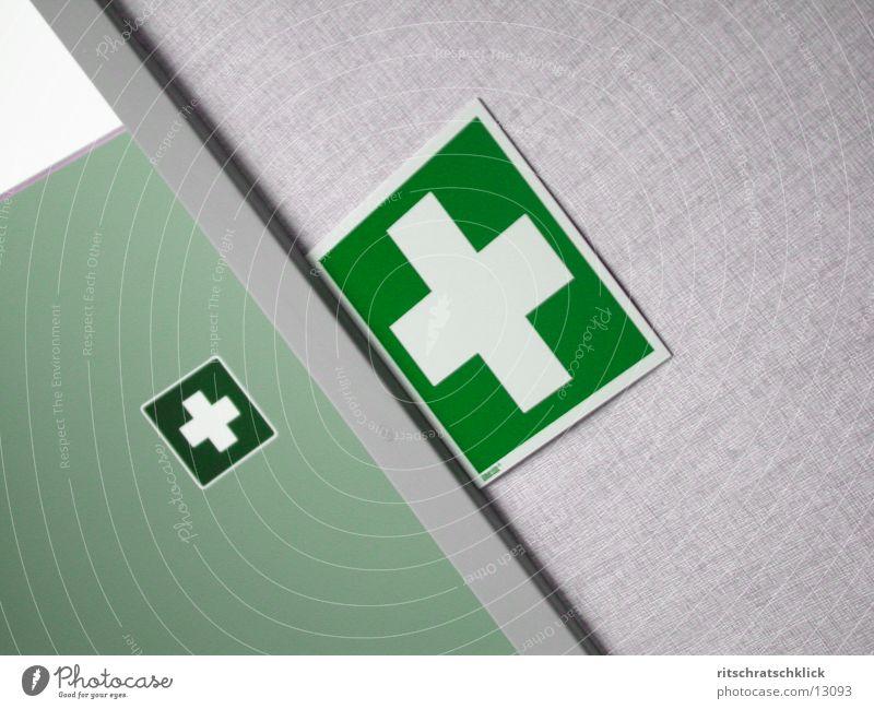 firstAid Erste Hilfe grün Dienstleistungsgewerbe first aid Rücken