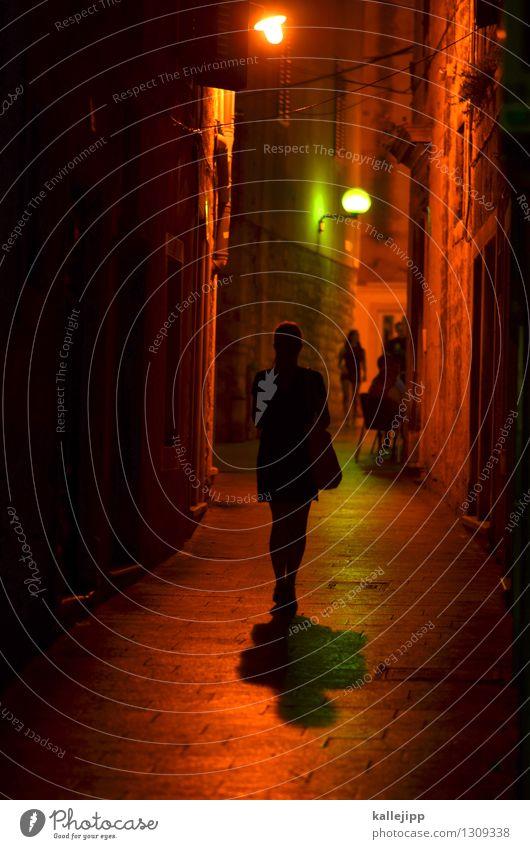 black celebration Lifestyle elegant Stil Ferien & Urlaub & Reisen Tourismus Mensch Frau Erwachsene 2 Stadt Altstadt Haus Fußgänger Straße Wege & Pfade gehen
