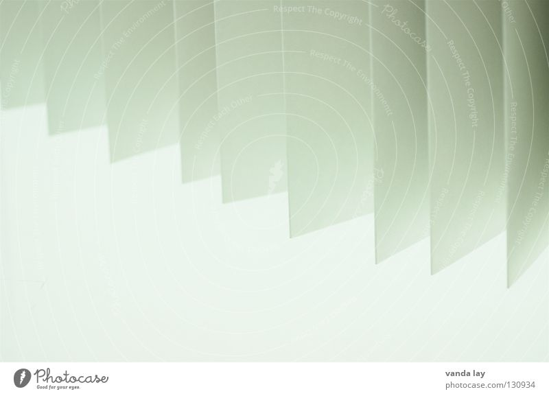 Leporello Fächer Papier Blatt weiß zart grau graphisch Faltenwurf Handzettel Prospekt Hintergrundbild obskur Schatten falzung Zettel leporello Treppe knicken