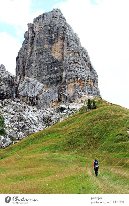 on track Ferien & Urlaub & Reisen Abenteuer Ferne Sommer Berge u. Gebirge wandern Frau Erwachsene 1 Mensch Natur Landschaft Pflanze Wolken Schönes Wetter Felsen