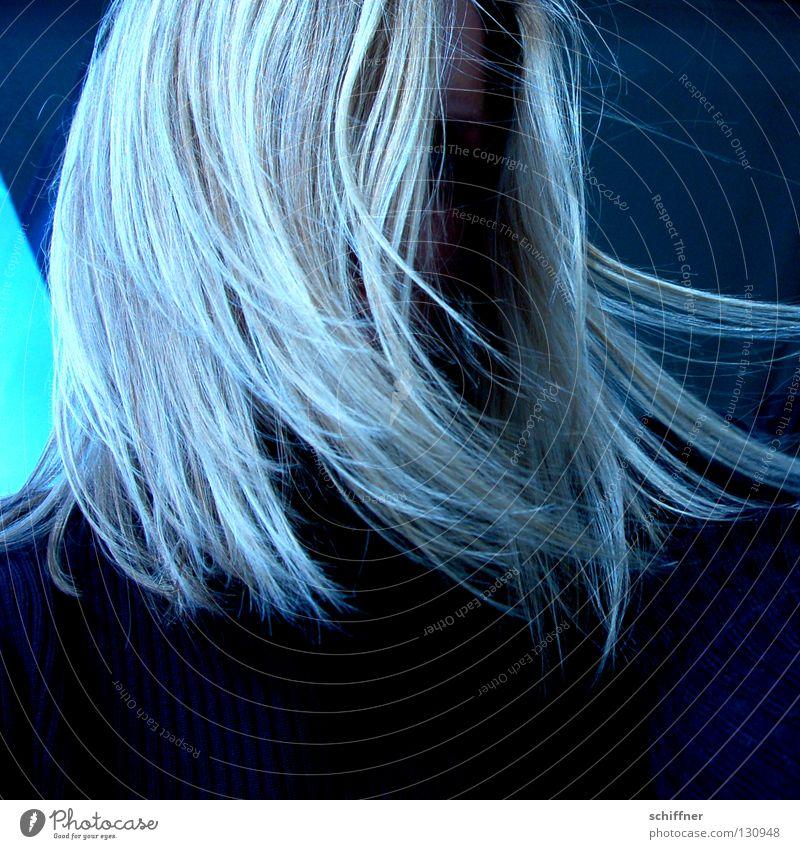 Schüttele Dein Haar... Frau Mensch Gesicht feminin Haare & Frisuren Traurigkeit Luft Mund Wind blond fliegen schlafen Trauer Sturm Leidenschaft Müdigkeit