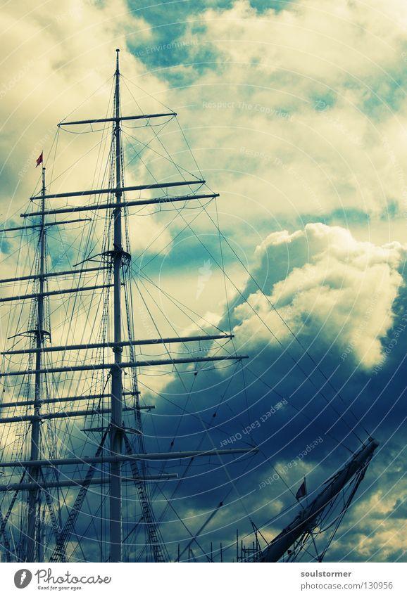 Wolkenstürmer Himmel Wasser blau weiß Meer Freiheit Traurigkeit klein Wasserfahrzeug Angst gefährlich bedrohlich Hafen Sturm Aussicht
