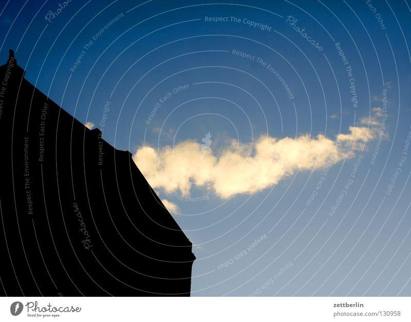 Heizperiode Rauch Schornstein Haus Gebäude Fassade himmelblau Sonnenuntergang Energie sparen Energieeffizienz nachwachsender Rohstoff Kohlendioxid Emission