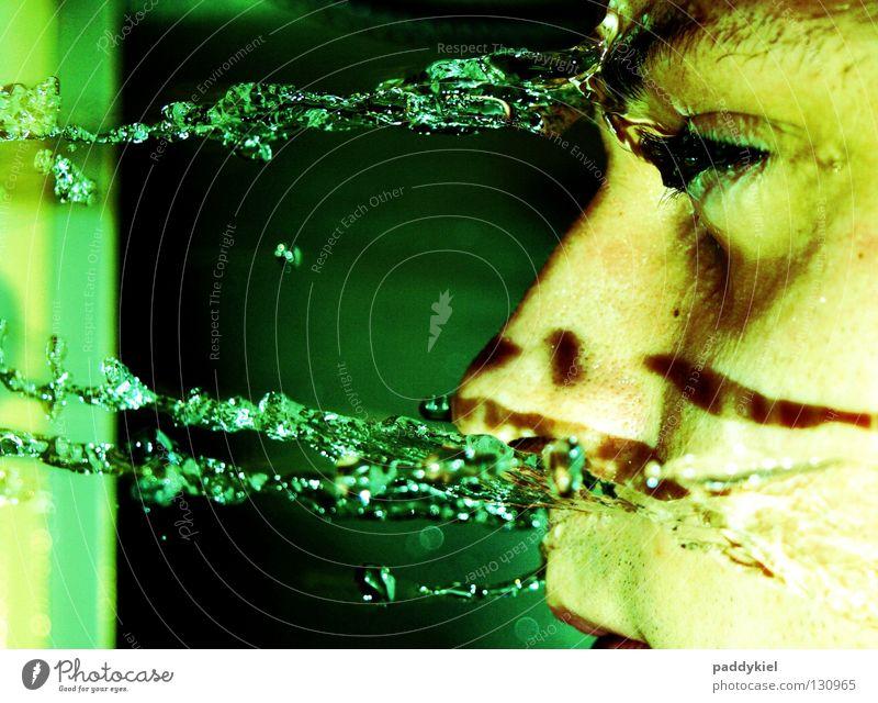 Wasser Marsch Mann grün Gesicht Wassertropfen Trauer Bad Konflikt & Streit Verzweiflung weinen Tränen Unter der Dusche (Aktivität)