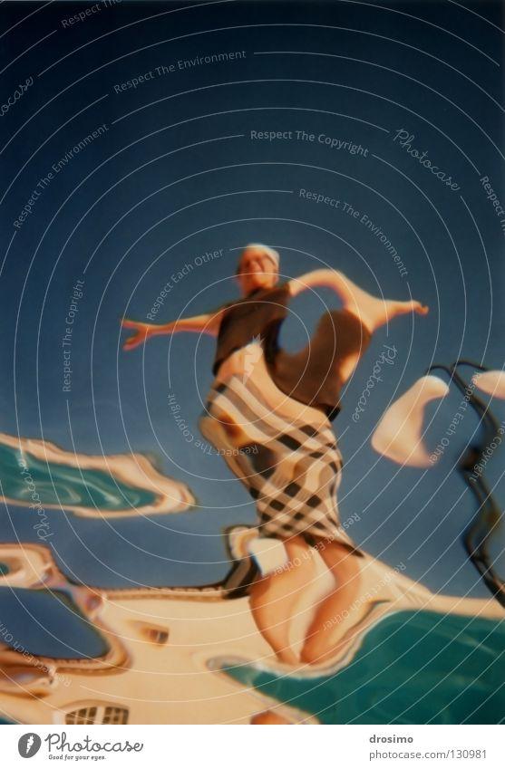 Bzzzzz… Illusion organisch Freude Farbe Sommer Optische Täuschung Optics Unterwasseraufnahme Himmel verbinden Tanzen Teatro Museo Dalí Salvatore