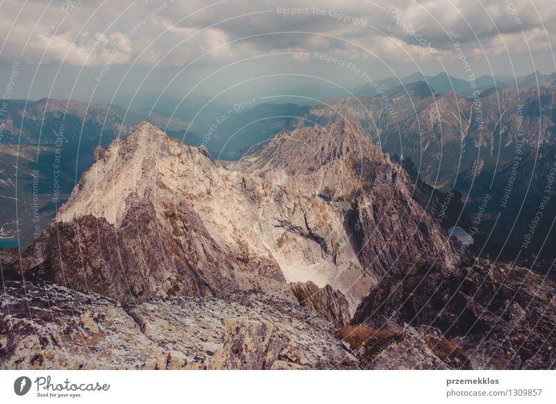 Berglandschaft in Tatras Natur Landschaft Wolken Berge u. Gebirge Felsen Abenteuer Höhe Berghang breit Halde
