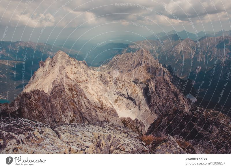 Natur Landschaft Wolken Berge u. Gebirge Felsen Abenteuer Höhe Berghang breit Halde
