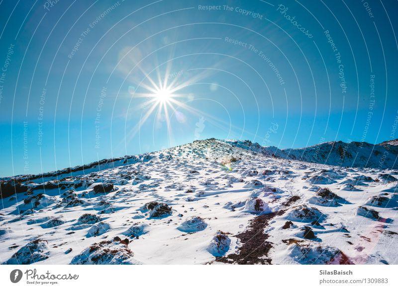 Den Berg hinauf wandern Ferien & Urlaub & Reisen Tourismus Ausflug Abenteuer Ferne Freiheit Winter Schnee Winterurlaub Berge u. Gebirge Umwelt Natur Landschaft