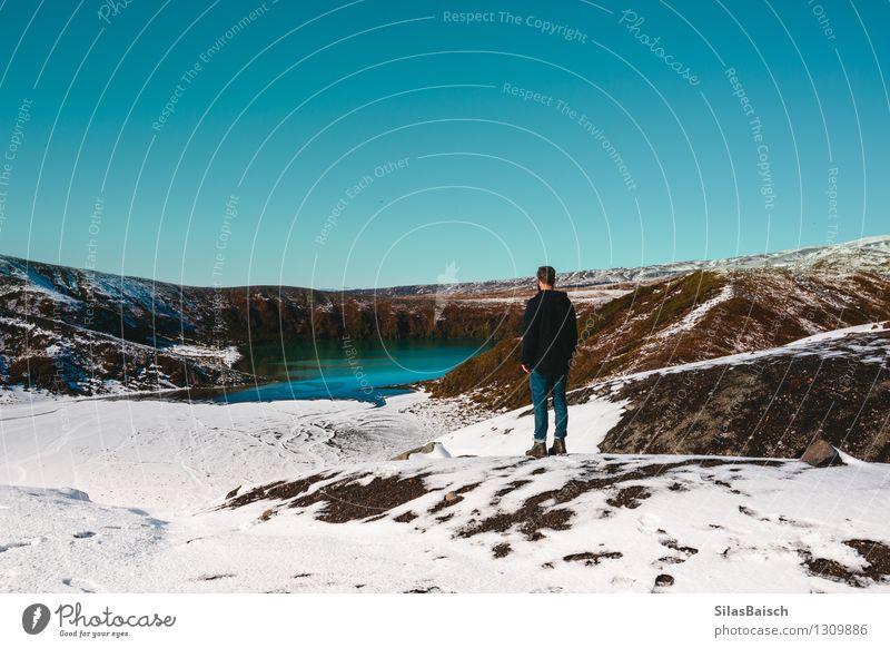 Eissee in den Bergen Natur Ferien & Urlaub & Reisen Jugendliche Mann Junger Mann Landschaft Ferne 18-30 Jahre Winter Reisefotografie Erwachsene Berge u. Gebirge