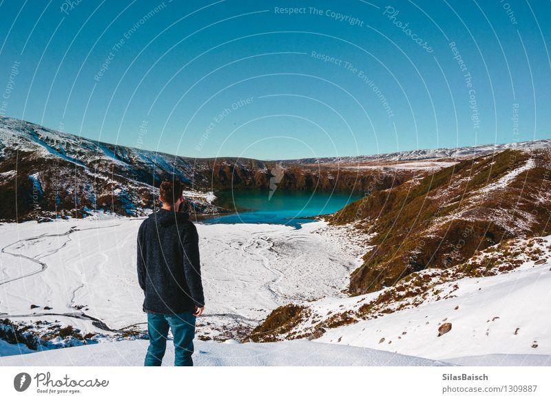 Mensch Natur Ferien & Urlaub & Reisen Jugendliche Mann Landschaft Freude Ferne 18-30 Jahre Winter kalt Erwachsene Berge u. Gebirge Schnee Freiheit Felsen
