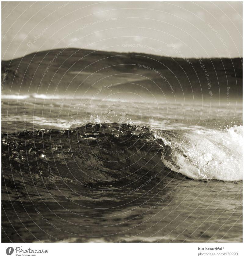 lindes wellenschlagen° Meer Wellen Spanien Nebel Sommer Strand Ferien & Urlaub & Reisen poetisch Horizont Unendlichkeit Küste Schwarzweißfoto Landschaft