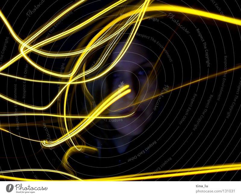 the answer is glowing in the wind Gesicht schwarz gelb dunkel Bewegung Wärme Lampe orange planen Physik Lichtspiel glühen Lichterkette Schliere Lichtblick