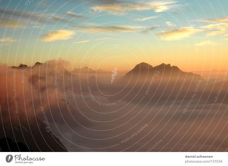 Weitblick zum Frühstück Himmel Sonne blau rot Wolken gelb Ferne Farbe kalt Berge u. Gebirge Luft wandern Nebel Hintergrundbild Wetter Aussicht