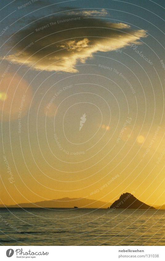 Dali-artige Wolke Meer Wolken Insel Spanien Surrealismus Abenddämmerung Teatro Museo Dalí