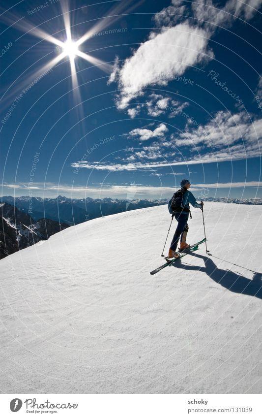 sunshinetour Himmel blau weiß Ferien & Urlaub & Reisen Sonne Winter Einsamkeit Erholung Ferne kalt Schnee Sport Berge u. Gebirge Bewegung Wege & Pfade Wetter