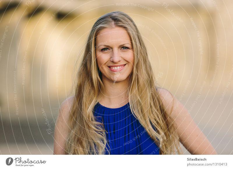 Big Smile junge blonde Frau II Freude Glück schön Haare & Frisuren Haut Gesicht Club Disco ausgehen Flirten clubbing feminin Junge Frau Jugendliche Erwachsene