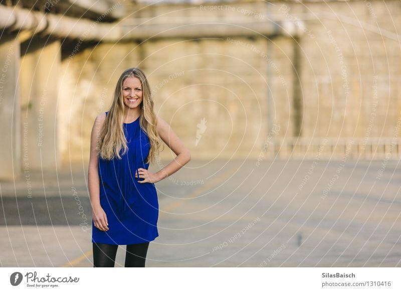 Big Smile junge blonde Frau III Lifestyle elegant exotisch Freude Körper Haare & Frisuren ausgehen feminin Junge Frau Jugendliche Erwachsene Leben 1 Mensch