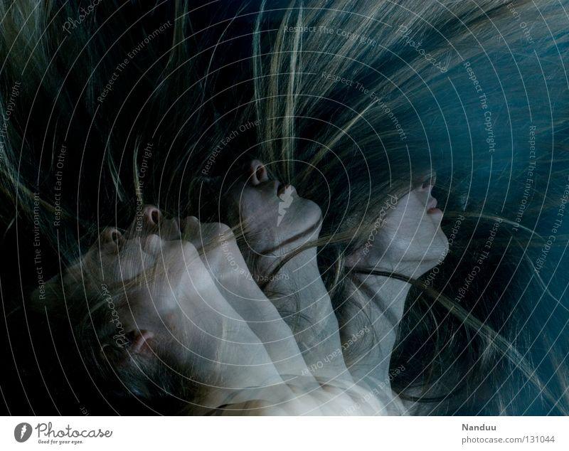 Strudel Mensch Frau ruhig Gesicht dunkel Gefühle Bewegung Kopf Haare & Frisuren träumen blond Tanzen Nase berühren nah gefroren