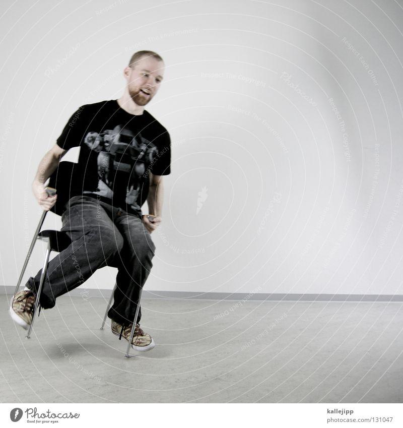 wackelkandidat Mensch Mann weiß Wand Haare & Frisuren Lampe Beleuchtung Arbeit & Erwerbstätigkeit Raum außergewöhnlich sitzen warten Elektrizität Kabel Show T-Shirt