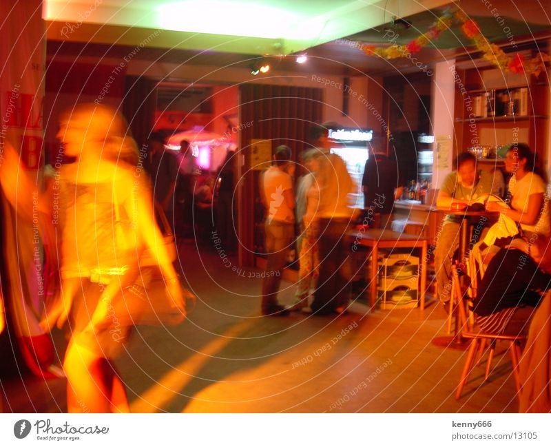 Nightlife Party Langzeitbelichtung Bar Gastronomie Lichterscheinung Bewegung Farbe Kneipe Alkohol
