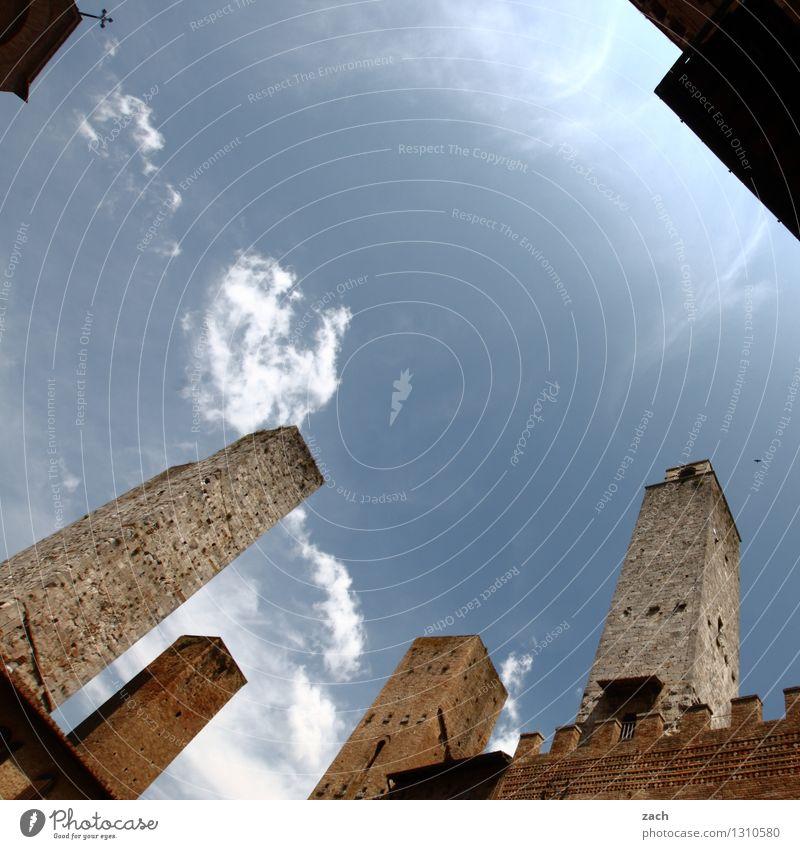 In den Himmel bauen blau Haus Wand Architektur Gebäude Mauer Religion & Glaube braun Fassade Hochhaus Platz Italien Turm historisch Vergangenheit Bauwerk