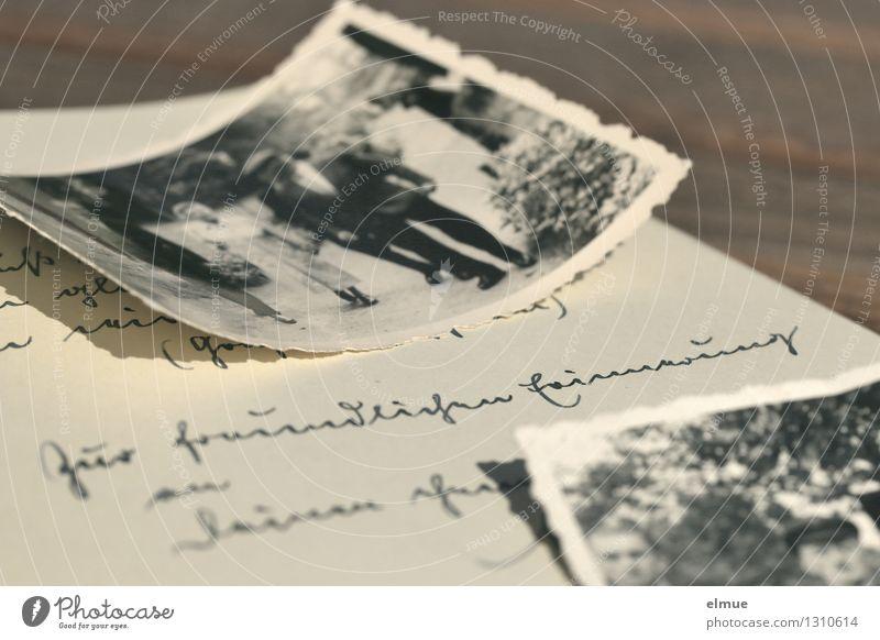 Zur Erinnerung alt Einsamkeit Senior Gefühle träumen Kindheit Fotografie Vergänglichkeit einzigartig Papier Romantik Neugier historisch Trauer Vergangenheit