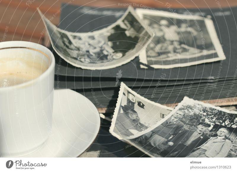 vor meiner Zeit Espresso Tasse Fotoalbum Fotografie Roman Erzählung alt historisch einzigartig Originalität Gefühle Zufriedenheit Zusammensein Neugier Interesse