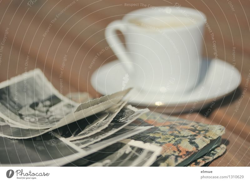 Momente Espresso Tasse Fotoalbum Fotografie Buch Roman Erzählung alt historisch einzigartig Originalität dankbar Traurigkeit Schmerz Trauer verlieren Ewigkeit