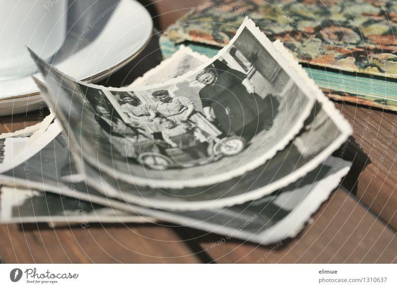 Melancholie Traurigkeit Familie & Verwandtschaft träumen Kindheit Fotografie Vergänglichkeit einzigartig Papier Ewigkeit historisch Trauer Vergangenheit Schmerz