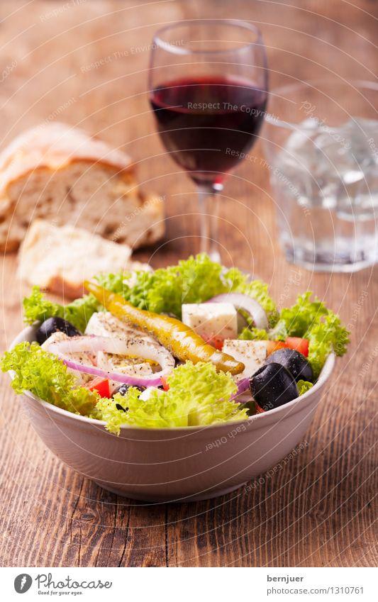 Griechischer Salat grün Wasser rot Essen klein braun Ernährung Getränk lecker Wein gut Bioprodukte Brot Schalen & Schüsseln Abendessen Vegetarische Ernährung