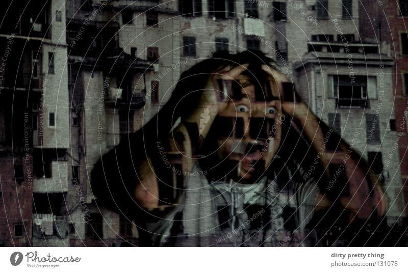Lass es raus! schreien Entsetzen laut Porträt Fenster Täter Dia Projektor Wut Ärger Stadt projezieren schau mir in die augen verstecken