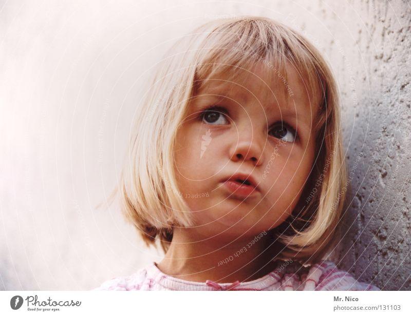 Zuckerpüppchen Kind schön Mädchen Gesicht Wand Gefühle Haare & Frisuren Mauer blond Mund süß niedlich Frieden Kleinkind Putz Gesichtsausdruck