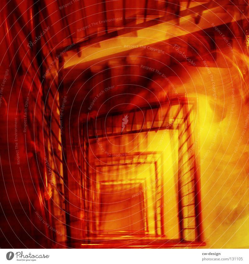 URBAN JUNGLE Treppenhaus aufwärts abwärts oben tief Wendeltreppe Haus Neubau Alkoholisiert Unschärfe Hand gehen laufen Eile Klettern steigen positiv negativ