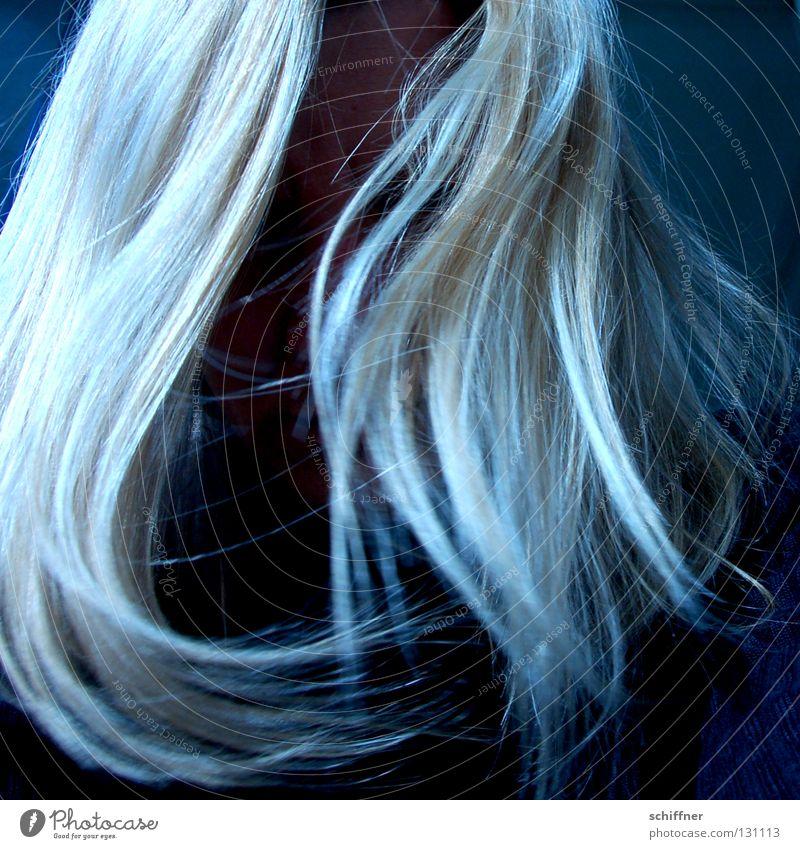 Schüttele Dein Haar... Haare & Frisuren Perücke blond Haarsträhne Trauer Heulsuse unfreundlich In sich gekehrt schlafen Halbschlaf Liebeskummer Verzweiflung