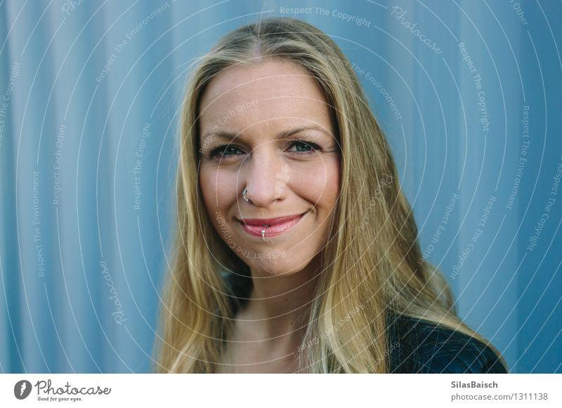 Mensch Frau Jugendliche Junge Frau Freude 18-30 Jahre Erwachsene feminin Glück Haare & Frisuren Lifestyle Kopf Mode authentisch blond Fröhlichkeit